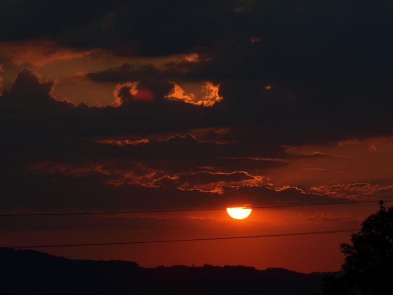 Pas de coucher de soleil pour marnie... Il faut aimer le rouge !! 2012_07_28_coucher2