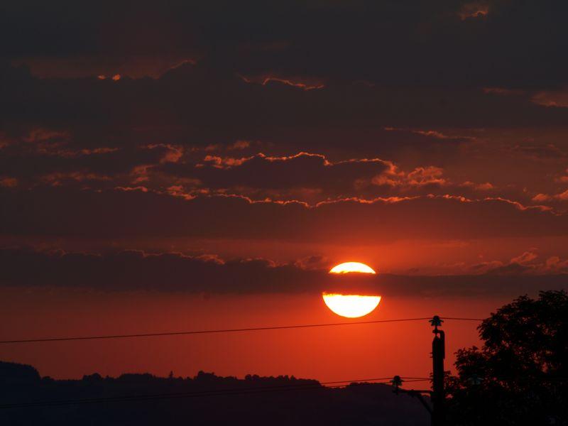Pas de coucher de soleil pour marnie... Il faut aimer le rouge !! 2012_07_28_coucher3